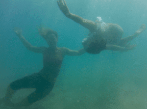Moni and Gen having some underwater Fun in Kite Beach